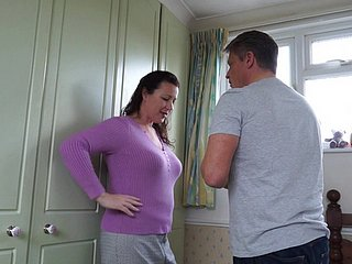 Mature brunette unskilled MILF Eva Jayne gets will not hear of gradual pussy pounded